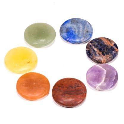 lot-de-7-pierres-rondes-dans-les-couleurs-des-chakras-dans-un-sac-de-velours