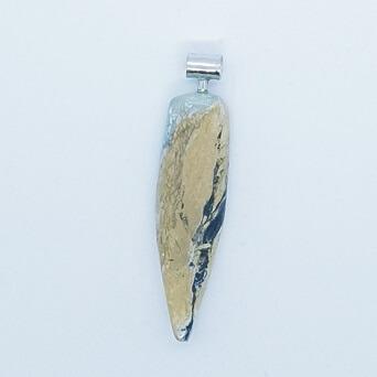 pendentif-homme-en-pointe-de-turquoise-du-mexique-monte-sur-argent-925